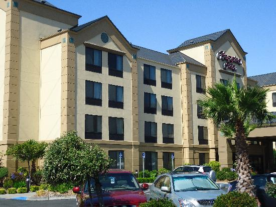 Hampton Inn San Francisco-Airport: The exterior is attractive with sprawling campus