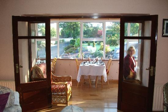 Philmar House: The sunny breakfast room