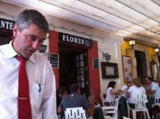 las Flores: uno de los camareros
