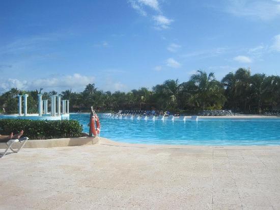 Grand Palladium Colonial Resort & Spa: Main pool