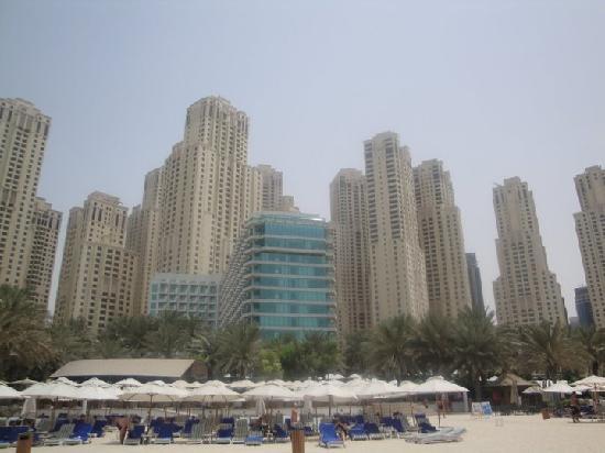 Hilton Dubai Jumeirah : Hilton from the beach