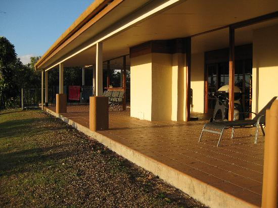 The Summit Rainforest Retreat & Conference Centre: BBQ/Pool Area