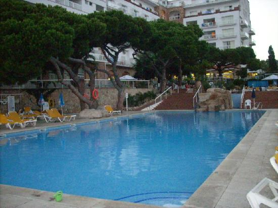 H.TOP Caleta Palace: pool area 2