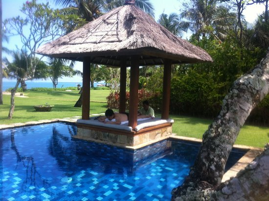Villa Hanani: Main Pool overlooking the beach and Villa ground. Pavilion great for massage
