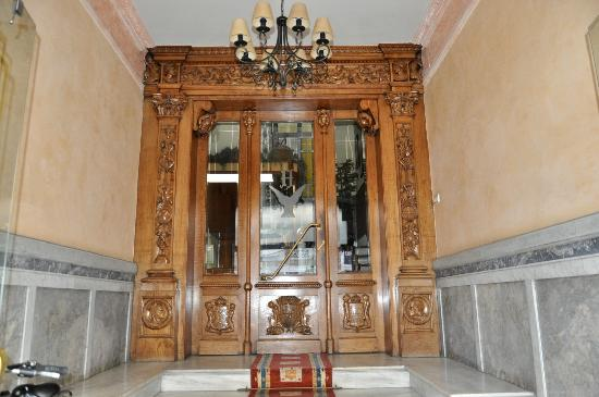 Hotel Aguila: Portal de entrada