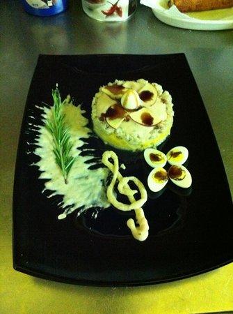 Osteria Degli Artisti : pollo al curry e cumino su letto di polenta taragna con mela glassata e uova di quaglia.