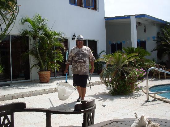 Aruba Harmony Apartments Suites & Hostel: Dit was Ramond