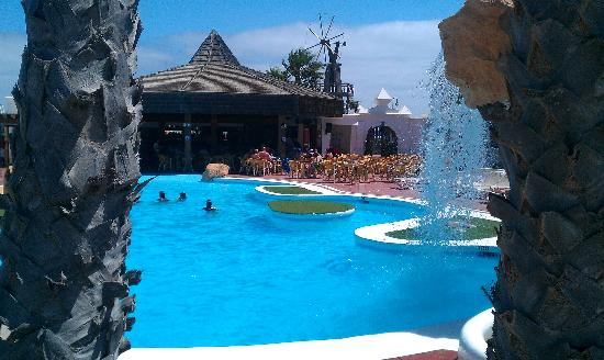 Sands Beach Resort: lovely pools