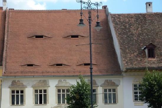 Le palpebre dei tetti di Sibiu