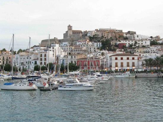 Dalt Vila: Vista dal porto