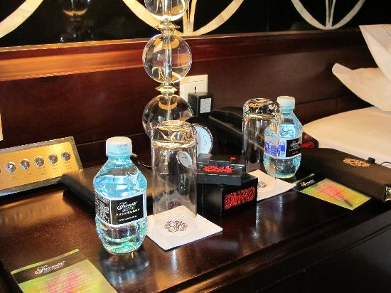 โรงแรมแฟร์มอนท์ ปักกิ่ง: Daily bottled water..