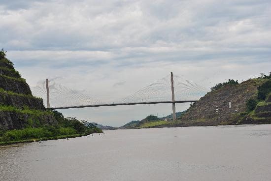 Panama Marine Adventures - Day Tours: The centennial bridge across the Canal