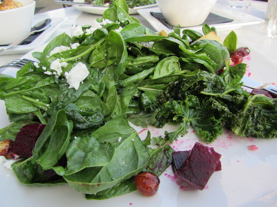 Spinnakers Brewpub and Guesthouses: salad and kale