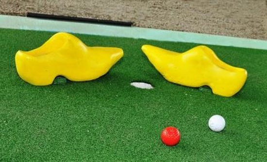 Reno's International Mini Golf & Amusement Center: Yellow clogs...an obstacle at the Holland Hole