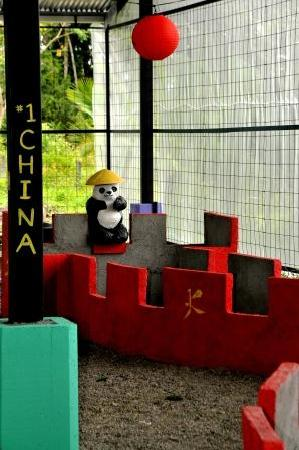 Reno's International Mini Golf & Amusement Center: The great wall of China plus a cute panda!