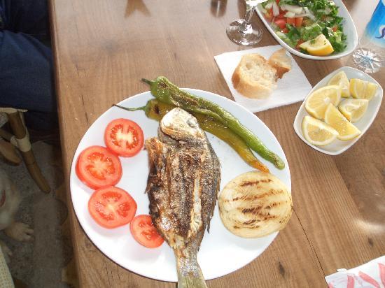 Hisaronu, ตุรกี: Restaurant bei der Bucht