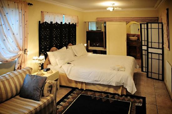 5th Avenue Guest House: Room
