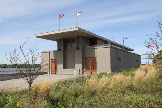 Frank Lloyd Wright's Fontana Boathouse : Boathouse has a nautical look!