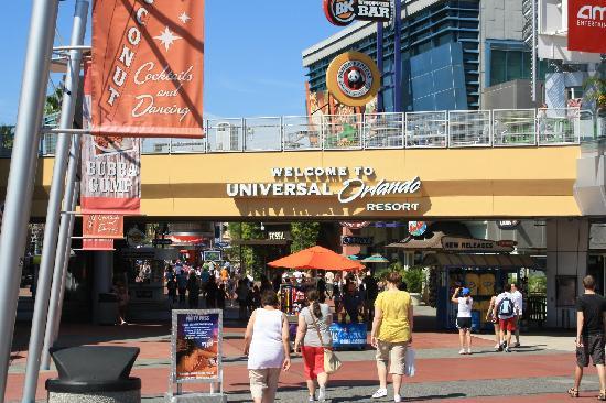 ยูนิเวอร์ซัลส์ ไอส์แลนด์ ออฟ แอดเวนเจอร์: Enetrada a Universal