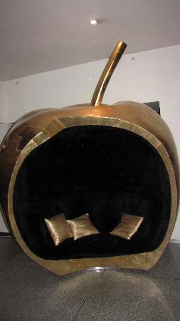 Golden Apple Boutique Hotel: Da ist ein Apfel in der Lobby...