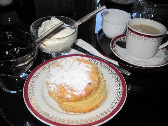 Part-Y-Seal Bed & Breakfast: Homemade scones