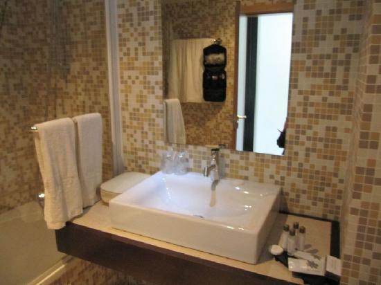 Bad Mit Mosaikfliesen bad mit mosaikfliesen und dusch wannen kombi picture of hotel