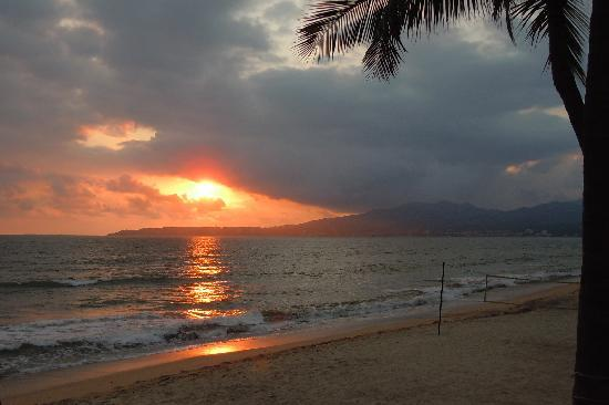 Villa del Palmar Flamingos Beach Resort & Spa Riviera Nayarit: Beautiful sunset every night.