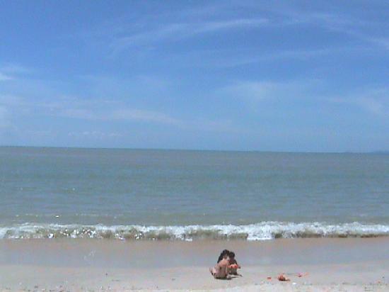 เรนโบว์ พาราไดซ์ บีช รีสอร์ท: The beach 3