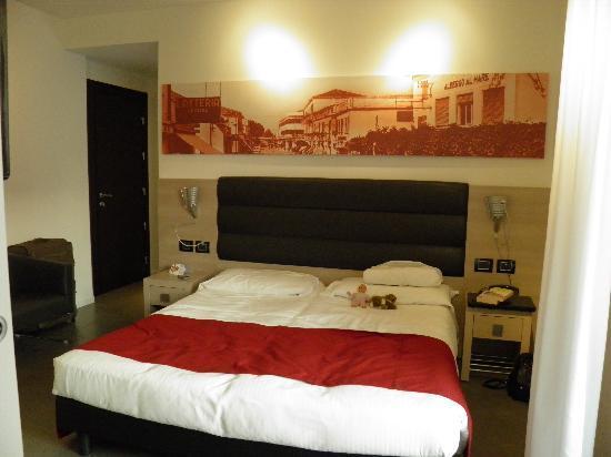 Hotel Adlon: Main Double bedroom