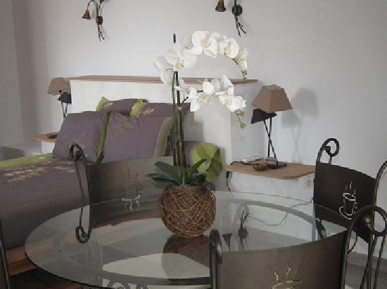 la demeure insoupconnee b b cassis voir les tarifs 212 avis et 304 photos. Black Bedroom Furniture Sets. Home Design Ideas