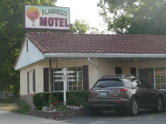 ‪‪Flamingo Motel‬: Very friendly motel! Park right in front of your room.‬