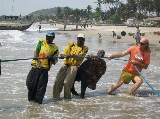 Sobamba Beach Resort: Pulling Net