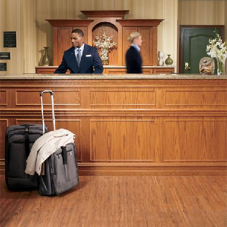 Country Inn & Suites By Carlson, Bowling Green: Front Desk