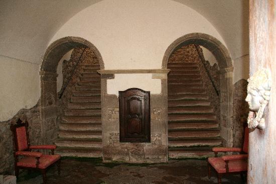 Santu Lussurgiu, Italia: La montée d'ecalier pour les chambres du bâtiment principal