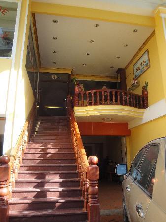 Golden House International: Front of hotel