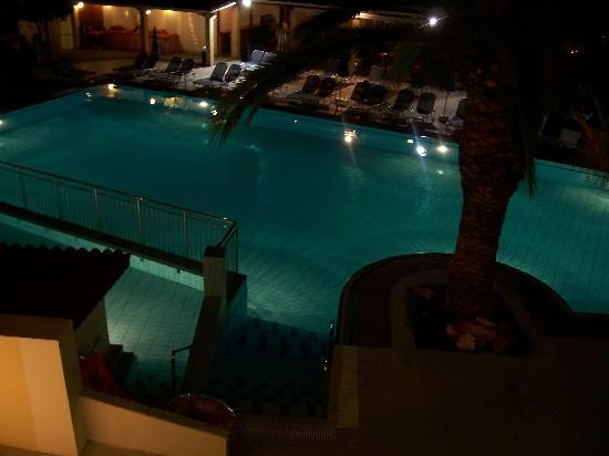 Diana Palace Hotel: Main Pool at night