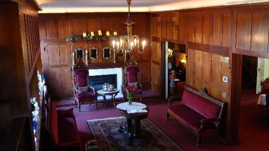 Cedar Gables Inn: Main floor of the inn