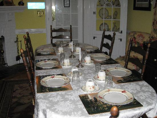 A Williamsburg White House Bed and Breakfast: Reagan Breakfast room