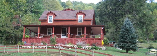 Mountain Harbour Bed and Breakfast: Front view of the Mountain Harbor B&B