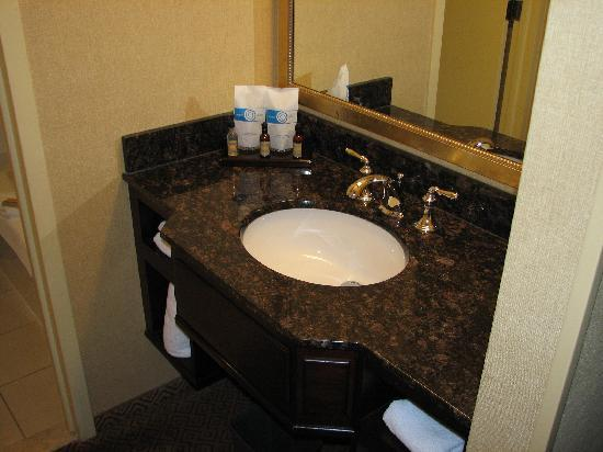Tower Square Hotel Springfield : bathroom sink