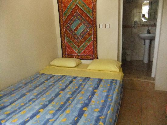 Atilla's Getaway: bed & bath