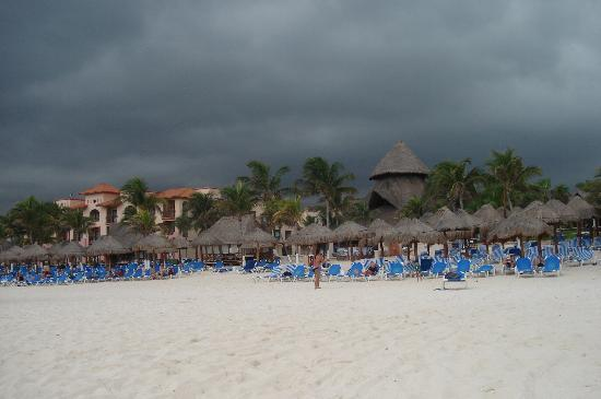 Sandos Playacar Beach Resort: UNA TARDE NUBLADA