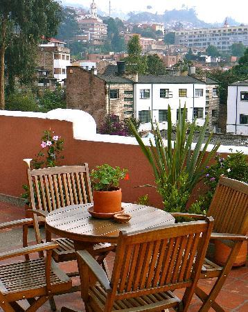 Hotel Casa Deco : Rooftop deck for guests, with slopeside views of La Candelaria