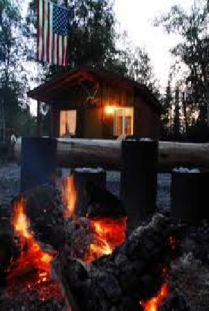 Alaska Hooksettters Lodge: Alaska Hooksetters cabin and Fire