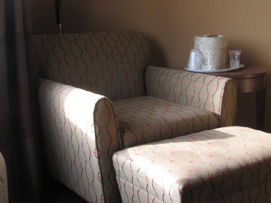 Holiday Inn Express Hotel & Suites Mount Airy South: Comfy Chair
