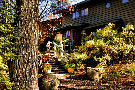Bearskin Lodge : Main Lodge in fall
