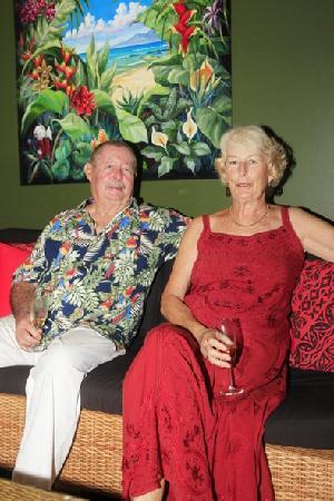 Palmlea Farms Lodge & Bures: Joe und Julie, die perfekten Gastgeber und unsere neue Fiji-Familie