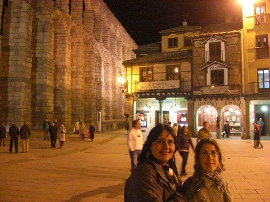 Exe Casa de Los Linajes: Un paseo caminando desde el Hotel Los Linajes hasta el Acueducto de Segovia.