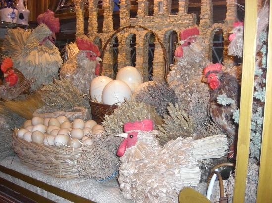 Exe Casa de Los Linajes: Una vitrina muy floklórica en el Casco Viejo de Segovia.