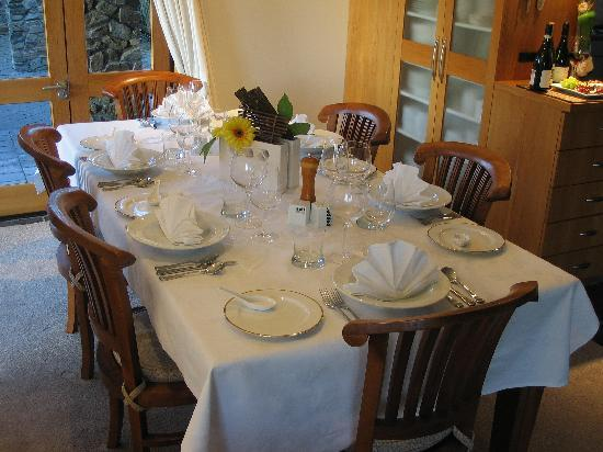 Stonehaven Homestay : Dinner setting